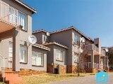 Photo 3 Bedroom Townhouse in Krugersdorp Central