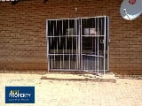 Photo Residential Townhouse To Let in Wilkoppies