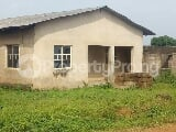 Photo Full plot of Land with bungalow Building for Sale