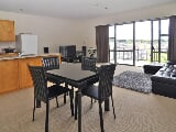 Photo Upmarket apartment living - nest or invest 63...
