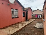 Photo 4 Bedroom House for sale in Lenasia