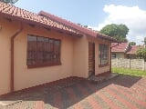 Photo 2 Bedroom House in Rustenburg North