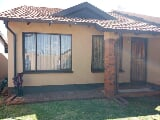 Photo 2 Bedroom Townhouse for sale in Protea Glen