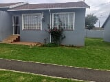 Photo 2 Bedroom Apartment in Roodepoort West