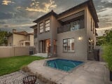 Photo 4 Bed House in Greenstone Hill