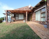 Photo 5 Bedroom House in Central Jeffreys Bay