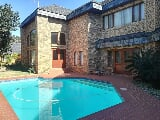 Photo 8 Bedroom House For Sale in Umtentweni, Port...