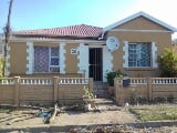 Photo 9 Bedroom House in Southernwood