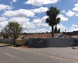 Photo 3 Bedroom Townhouse in Roodepoort West