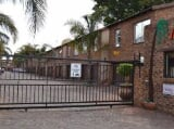 Photo Flat for Sale. R 880 000: 3.0 bedroom duplex...