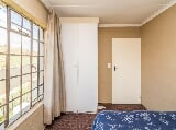 Photo 2 Bedroom Apartment For Sale in Roodepoort West