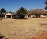 Photo 6 bedroom House For Sale in Golf View for R 2...