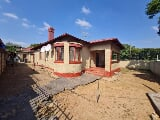 Photo 8 Bedroom House for sale in Pretoria West