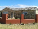Photo 3 Bedroom House in Jeffreys Bay