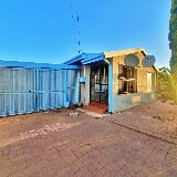 Photo 2 Bedroom House in Bloemfontein
