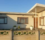 Photo 3 Bedroom House in Bredasdorp
