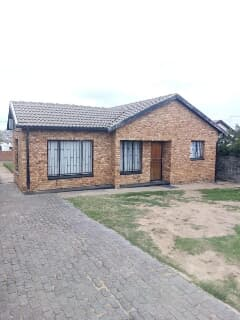 Incredible For Rent R6000 Midrand Trovit Home Interior And Landscaping Oversignezvosmurscom