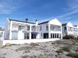 Photo Beachfront house situated in prestigious...