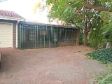 Photo 2 Bedroom House For Sale in Three Rivers,...