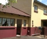 Photo 6 bedroom House For Sale in Leeuwfontein for R...