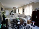 Photo 2 Bedroom Apartment in Morningside