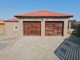 Photo 4 Bedroom House in Suiderberg