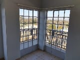 Photo 1 Bedroom Studio Apartment For Sale in Witbank...