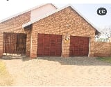 Photo 3 Bedroom Townhouse in Witbank