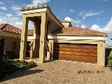 Photo 3 Bedroom Townhouse in Vanderbijlpark SW