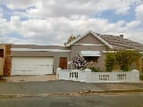 Photo 4 Bedroom House in Paarl Central
