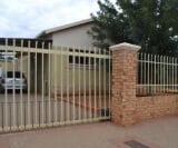 Photo 3 bedroom House For Sale in Beaconsfield for R...