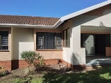 Photo 3 Bedroom Simplex For Sale in Scottburgh South