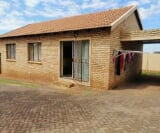 Photo 3 bedroom Townhouse For Sale in Witpoortjie for...