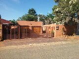 Photo 3 Bedroom House in Fairland