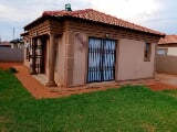 Photo 3 Bedroom House in Rosslyn