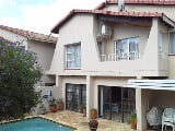 Photo 4 Bedroom Townhouse For Sale in Bruma