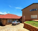 Photo 4 bedroom House For Sale in Linmeyer for R 1...