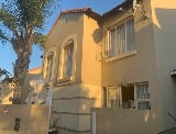 Photo 2 Bedroom Townhouse for sale in Sunninghill