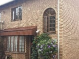 Photo 3 Bedroom Duplex Pinetown, KwaZulu-Natal -...