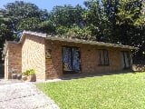 Photo 2 Bedroom House in Uvongo