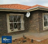 Photo House in Lephalale now available
