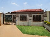 Photo 2 Bedroom House in Dobsonville