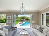 Photo Chic living in exclusive leafy secure estate