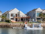 Photo Idyllic Waterfront Living on the Marina in Port...