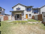 Photo 3 Bedroom Duplex in Kyalami
