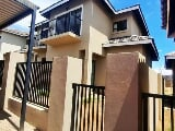 Photo 3 Bedroom Townhouse in Lilyvale