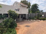 Photo 2 Bedroom Duplex in Rosebank