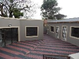 Photo 7 Bedroom House for sale in Roodepoort North